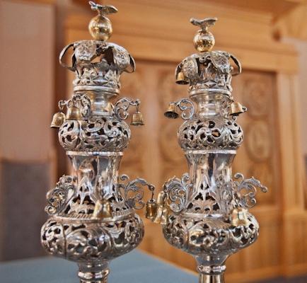 Torah crowns