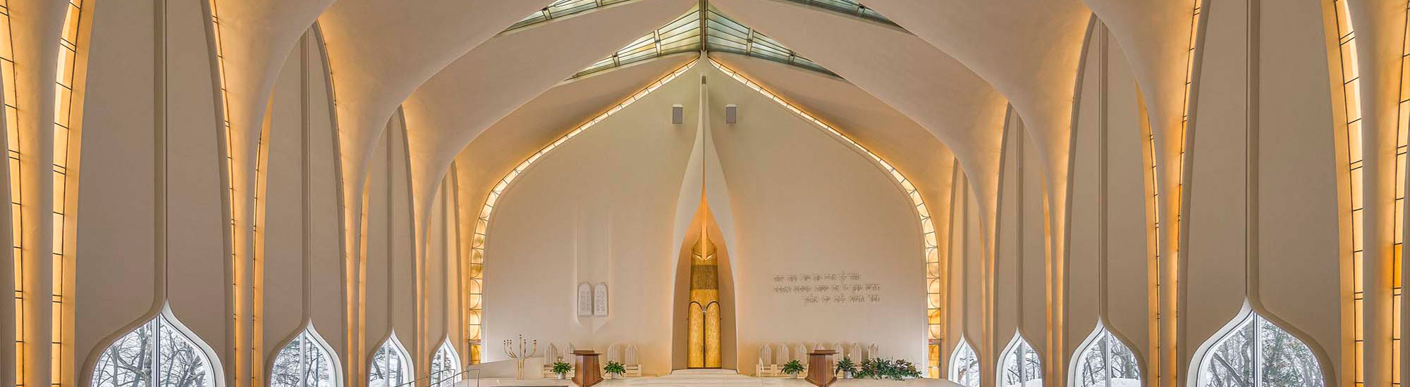"""<span class=""""slider_title"""">                                     large sanctuary                                </span>                                                                                                                                                                                       <span class=""""slider_description"""">Designed by the architect of the World Trade Center, Minoru Yamasaki, the iconic Large Sanctuary is world renowned for its dramatic soaring ceilings, lily shaped windows, and breathtaking white interior bathed in golden light.</span>"""
