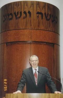 Rabbi Elliot B. Gertel in front of the ark May 2013