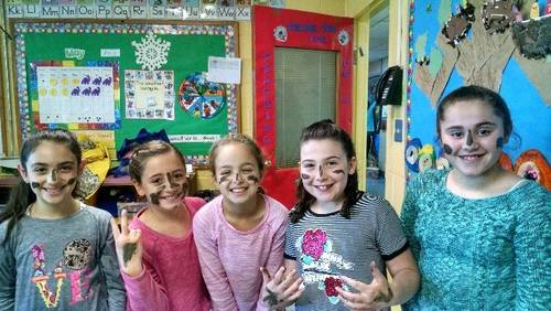 "<span class=""slider_description"">Could learning about Israel get any more fun?  4th graders try out some mud from the Dead Sea as they learn about our Jewish homeland.</span>"