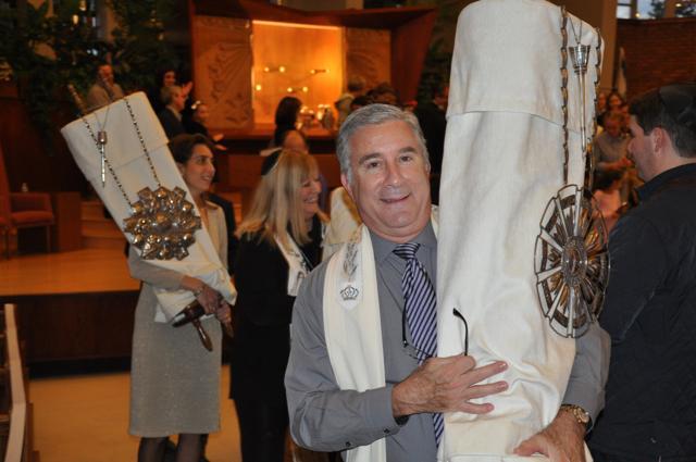 "<span class=""slider_title"">                                     Rabbi Shpeen During Simchat Torah                                </span>"