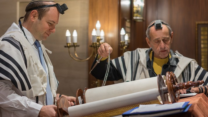 "<span class=""slider_description"">Join our Clergy for uplifting services every Shabbat</span>"