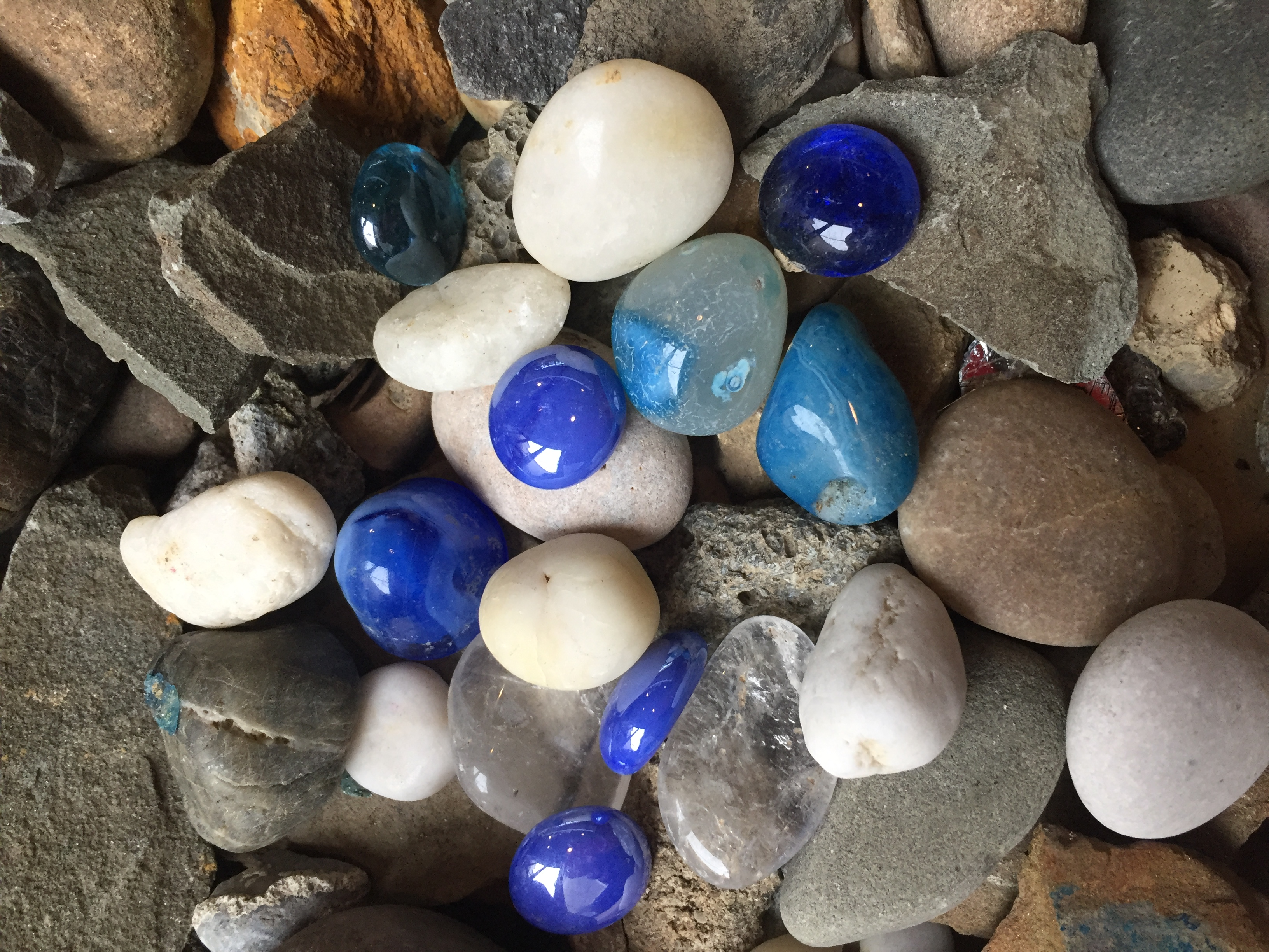 Henry blue and white stones