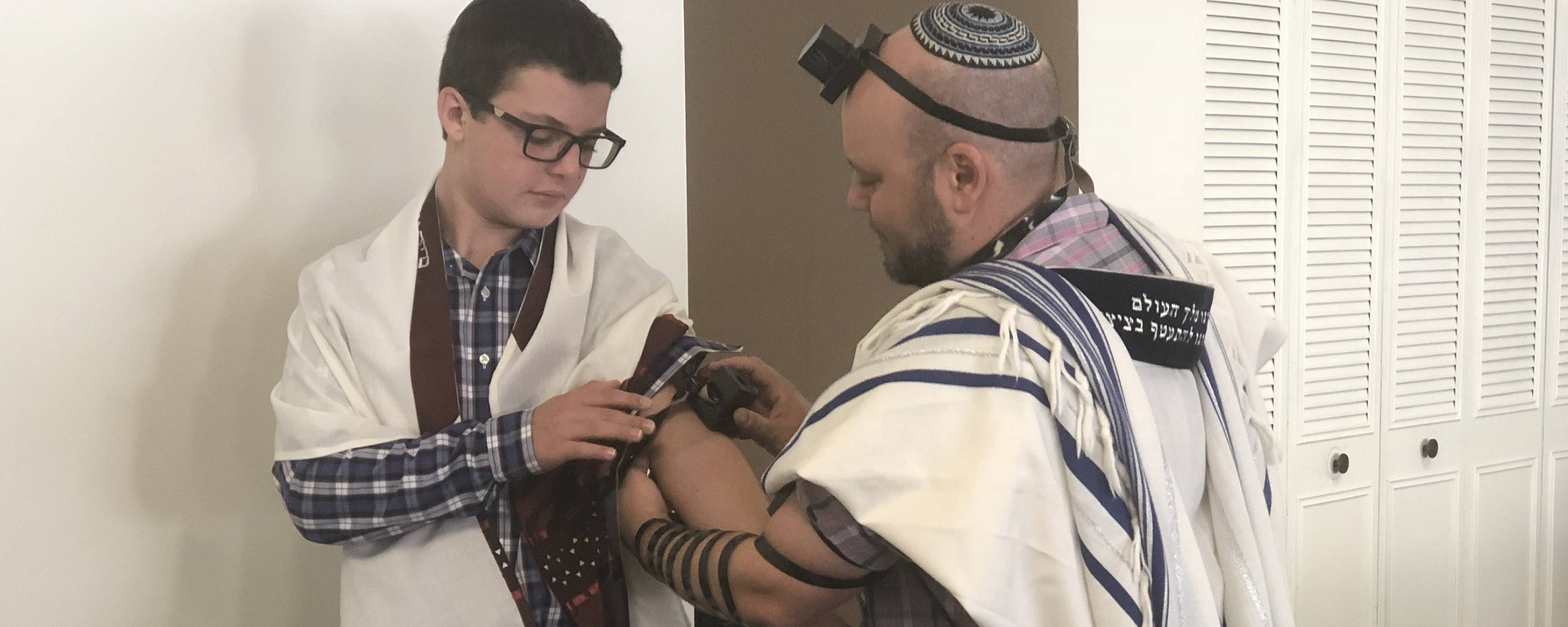 """<a href=""""https://www.shaareikodesh.org/rabbis-message"""""""">                                                                 <span class=""""slider_title"""">                                     Life Cycle                                </span>                                                                 </a>                                                                                                                                                                                       <span class=""""slider_description"""">A Student Learns How to Lay Tefilin as He Becomes Bar Mitzvah</span>                                                                                     <a href=""""https://www.shaareikodesh.org/rabbis-message"""" class=""""slider_link"""">Our Rabbi</a>"""